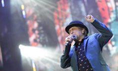 Operan de emergencia a Joaquín Sabina tras caer del escenario