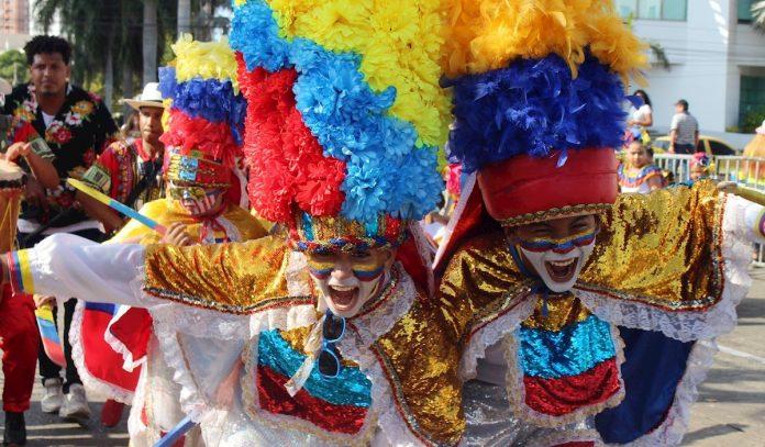 Niños venezolanos llevan mensaje contra la xenofobia al Carnaval de Barranquilla