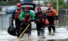 Inundaciones y caos en transporte de Reino Unido por tormenta Dennis