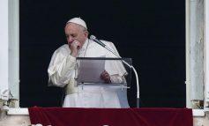 En medio de un Vaticano desolado el Papa Francisco ora por el mundo