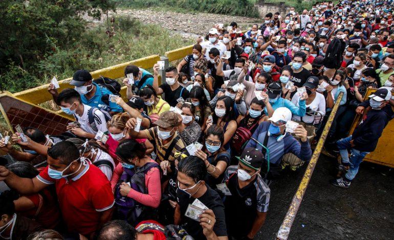 Venezolanos desesperados encuentran en las hierbas un refugio contra el coronavirus