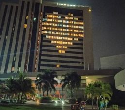 Hesperia WTC Valencia ilumina de esperanza a la ciudad con un corazón gigante de luz