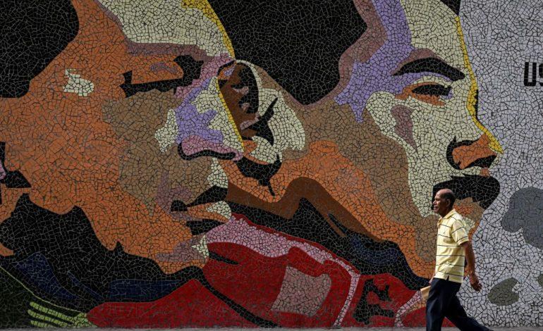 Madurismo exige a diario ABC retractarse de información que salpica a Chávez