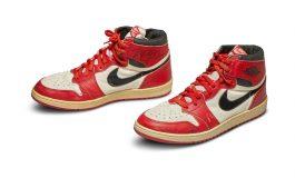 Subastan por multimillonaria cifra los primeros zapatos Air Jordan