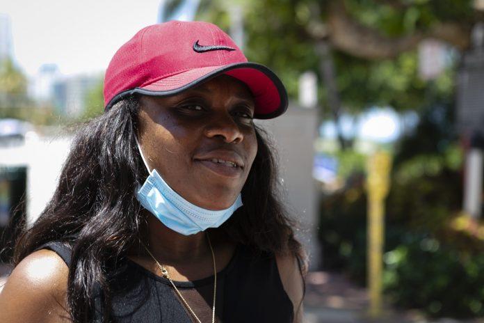 Partes de Florida ordenan uso de máscaras tras escalada de contagios
