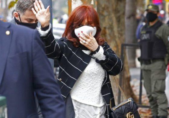 Revocan el procesamiento judicial de Cristina Fernández por el escándalo de los cuadernos