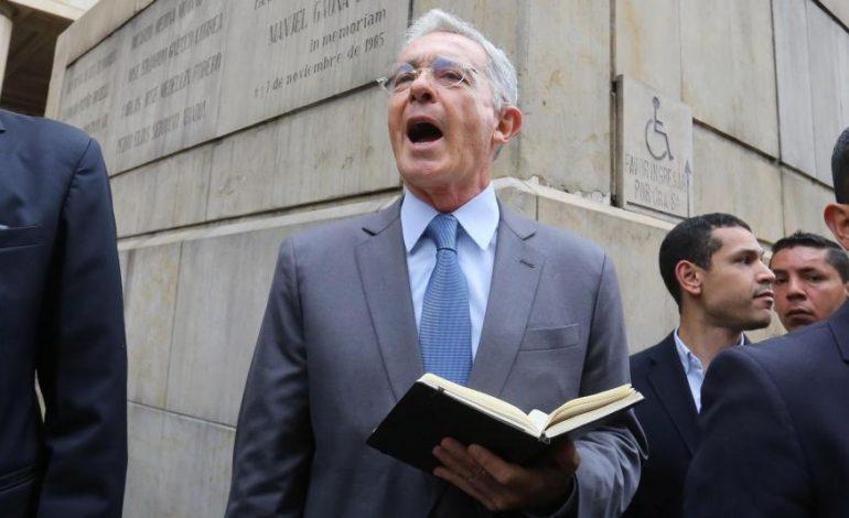 Uribe y el neomacartismo, por Héctor Faúndez