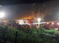 Avión indio se parte en dos con 190 pasajeros a bordo