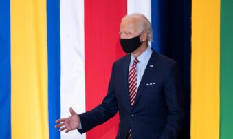 """Biden le pone ritmo a su discurso con 'Despacito"""" de Luis Fonsi (+video)"""
