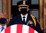 Abuchean a Trump en su visita a actos velatorios de la jueza Ginsburg
