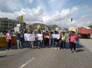 Maestros vuelven a las calles a exigir condiciones para enseñar y sobrevivir a la crisis
