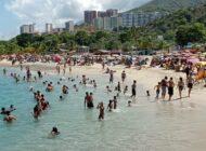 Las playas venezolanas se vuelven a llenar después de siete meses cerradas