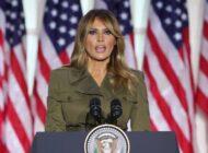"""Melania Trump cancela su aparición en un mitin de Trump porque sufre """"una tos persistente"""" debido a la COVID-19"""