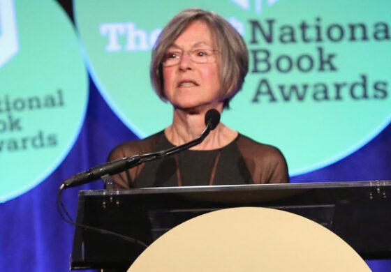 La poeta estadounidense Louise Glück ganó el Premio Nobel de Literatura