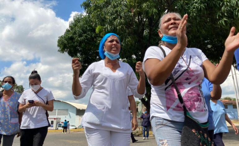 Médicos y enfermeras en Venezuela trabajan más en la pandemia y ganan menos de $1