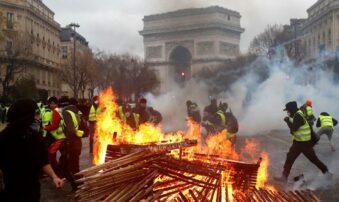 Al menos 40 detenidos y de 20 policías heridos durante una protesta en París