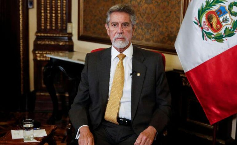 """""""Cuando hay espacio para endeudarse y estás en crisis, hay que hacerlo"""", dice presidente Perú"""